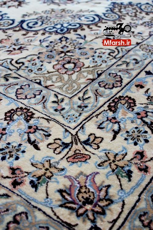 فرش دستباف نایین 6 متری لچک ترنج زمینه کرم نه لا بافت فرش