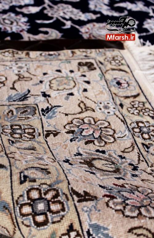 قالیچه لچک ترنج 4 متری دستباف نایین زمینه سرمه ای 9لا پشت فرش