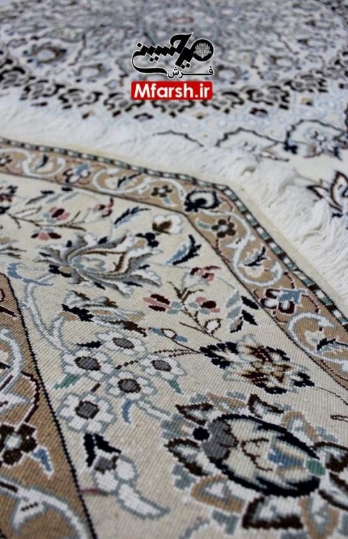 فرش دستباف هشت ضلعی نایین قطر دو و نیم متری زمینه کرم 9لا بافت پشت