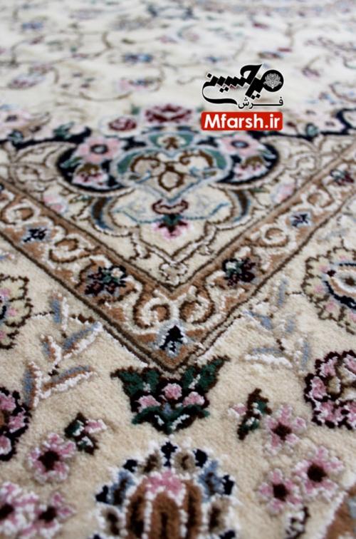 فرش یک و نیم متری دستباف نایین زمینه کرم 9لا بافت فرش