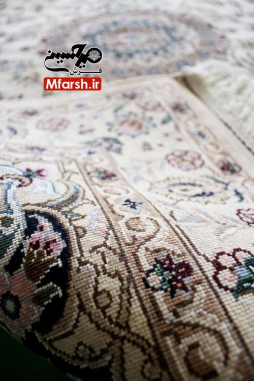 فرش یک و نیم متری دستباف نایین زمینه کرم 9لا پشت فرش