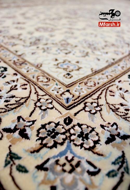 فرش یک در یک و نیم دستباف نایین لچک ترنج زمینه کرم 6لا